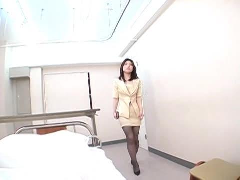 熟女のレイプ無料おばさん動画。美熟女人妻OLがパンチラで誘惑して逆レイ...