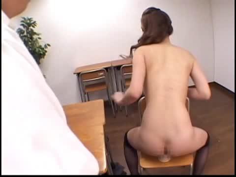 童貞の生徒の前で全裸になり愛液まみれのディルドオナニーを披露する淫乱女教師…